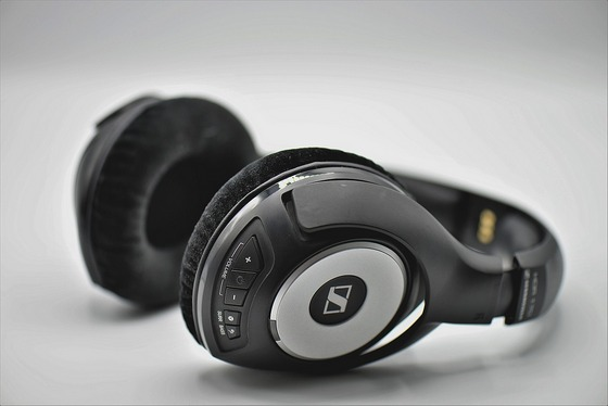 Headphones with radio