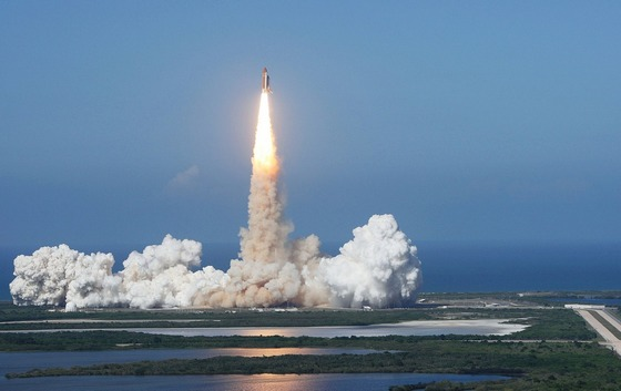 Space shuttle Discovery lift off